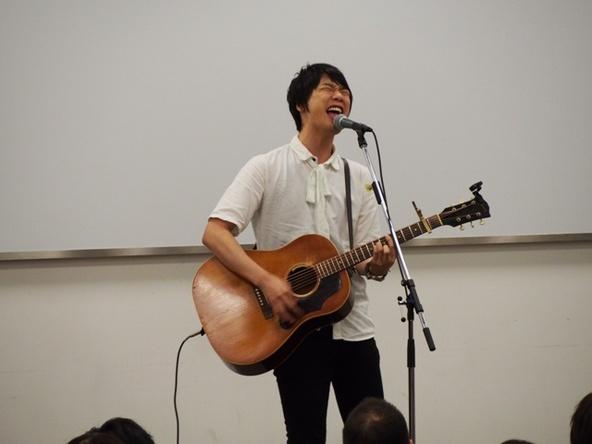 近藤晃央がYAHOO!JAPAN本社の会議でサプライズライブ! (okmusic UP\'s)