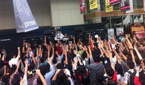 """""""Anime Festival Asia Indonesia 2013""""における、DJ和パフォーマンスの模様 (okmusic UP\'s)"""
