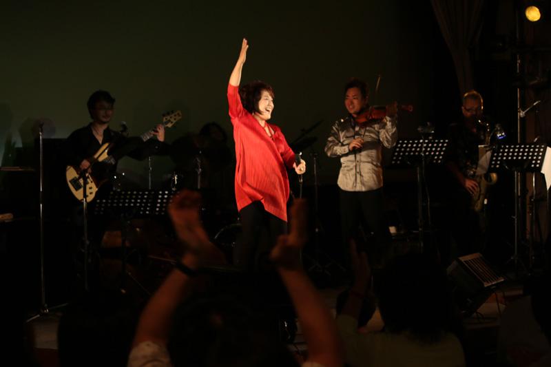 新規会員登録デビュー35周年を迎えた渡辺真知子がグッドエイジャー賞受賞記念LIVEを開催