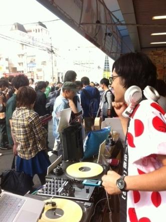 大阪・ゲーマーズなんば店でのDJ和・店頭DJイベントの模様 (okmusic UP\'s)