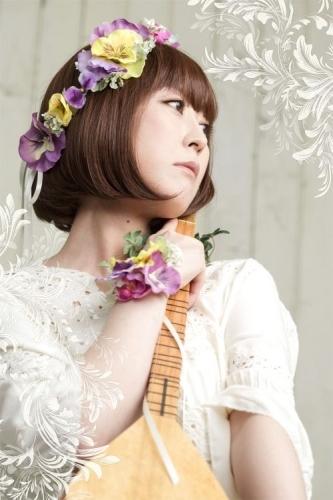 大河ドラマ「花燃ゆ」のOPテーマにも歌唱参加している志方あきこ (C)Akiko Shikata (C)Frontier Works