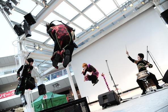 1月18日@ラゾーナ川崎・ルーファ広場グランドステージ (okmusic UP's)