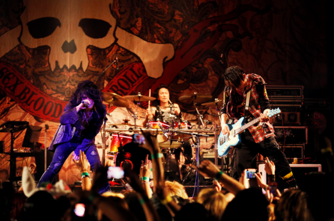 VAMPS�A�uVAMPS WORLD TOUR 2013�v�A�����J2���������Ńt�B�i�[��