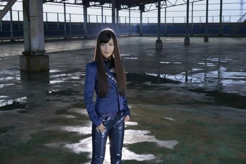 8年ぶりのアルバムリリースが決定したAKINO