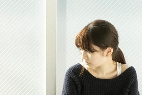 「七つの大罪」2ndクールのEDテーマ「Season」でデビューを飾る、シンガーソングライターの瀧川ありさ
