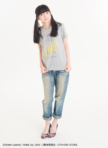 """""""片山実波""""キャラクターTシャツ(モデル:田中美海)"""