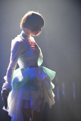 """ライブイベント""""KBCイチオシ!""""にて、新衣装でパフォーマンスを行った綾野ましろ"""