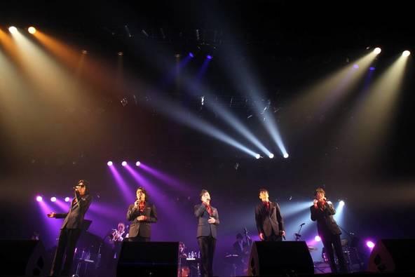 3月11日(水)@東京・豊洲のライブハウス(左からゴスペラーズ2人、TOKU、サラ・オレイン、小野リサ、ゴスペラーズ3人) (okmusic UP's)