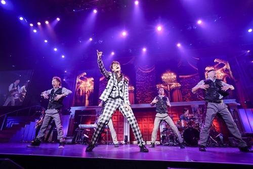 """宮野真守のライブツアー""""MAMORU MIYANO LIVE TOUR 2015 ~AMAZING!~""""ファイナル公演の模様 カメラマン:hajime kamiiisaka"""