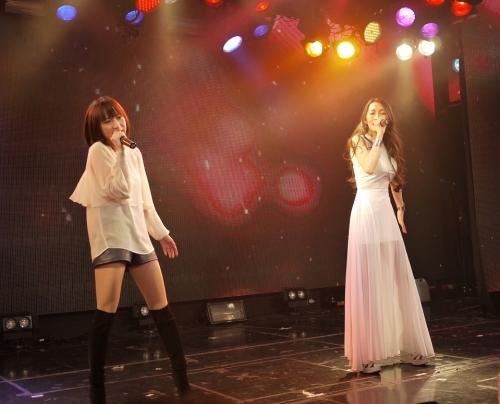 「ゆずれない願い」をサプライズ披露した藍井エイル(左)とELISA (okmusic UP\'s)