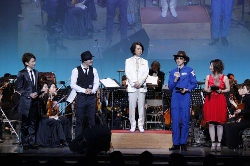 アニメ「宇宙兄弟」× オーケストラ フィルムコンサートより、(左から)KENN、Rake、渡辺俊幸、渡辺歩監督、MC (okmusic UP\'s)