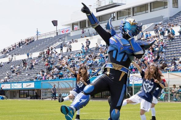 蹴球リベラーが4月26日(日)に行われた横浜FC vs 徳島ヴォルティスの試合前に登場 (okmusic UP\'s)