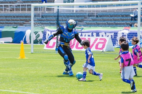 蹴球リベラーが4月26日(日)に行われた横浜FC vs 徳島ヴォルティスの試合前に登場 (okmusic UP's)