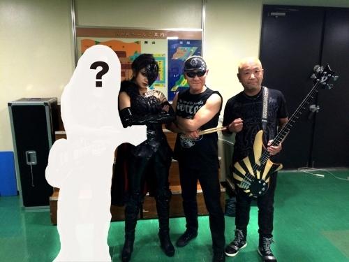 5月11日「MJ」に出演を果たす二代目アニメタル。シルエットのみのギタリスト(写真左)については放送にて明らかに