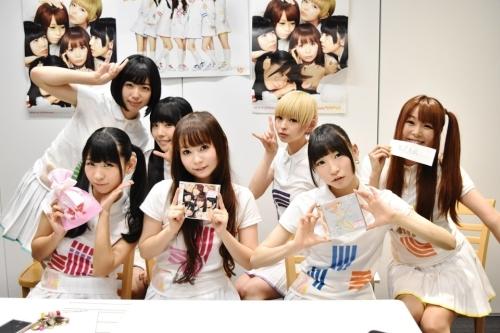 """「PUNCH""""LINE!""""生放送」をLINE LIVE CASTで生配信したしょこたん&でんぱ組.incのメンバー"""