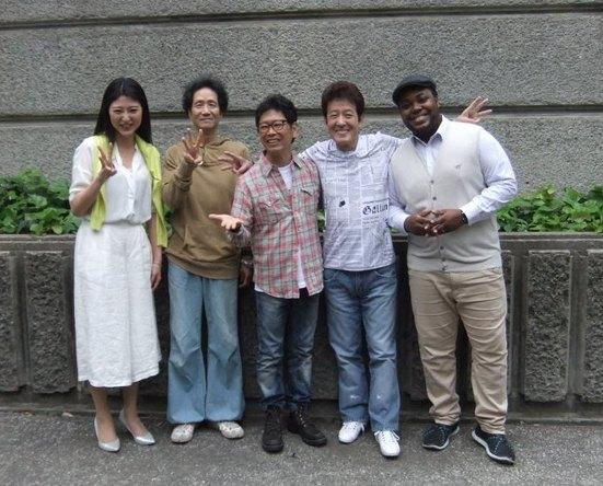 5月9日@東京・日比谷野外音楽堂(左から 北野里沙・遠藤賢司・南こうせつ・舟木一夫・クリス・ハート) (okmusic UP's)
