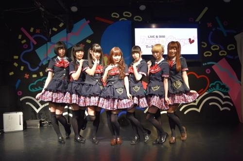 秋葉原ディアステージをはじめとする都内の会場でファン感謝イベントを開催した、中川翔子(写真中央)とでんぱ組.inc