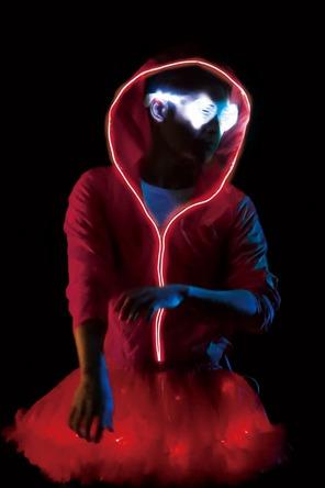 TEMPURA KIDZがライブで着用していた光る衣装 (okmusic UP's)