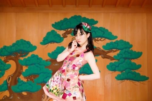 清竜人の手による「アクエリオンロゴス」EDテーマを担当する千菅春香
