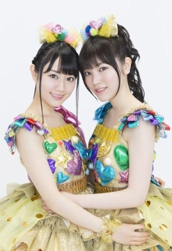 小倉唯(写真左)&石原夏織による声優ユニット・ゆいかおり