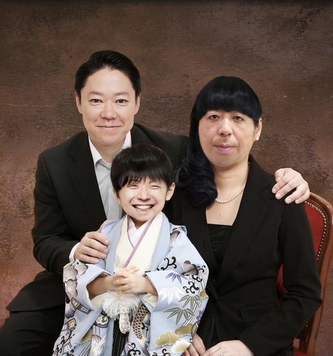謎の家族写真