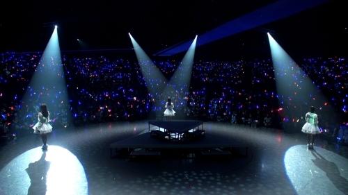 """""""Trident""""1stライブ""""Blue Snow""""ダイジェスト映像より (C)Ark Performance/少年画報社・アルペジオパートナーズ"""