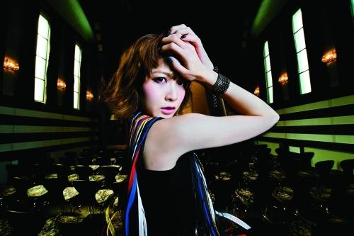 本日7月22日にはニューシングル「ヤマイダレdarlin'」をリリースしたMay'n