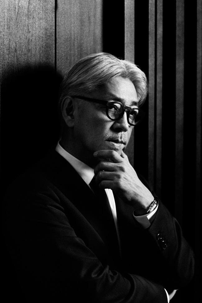 今回山田監督のオファーにより復帰を果たした坂本龍一  (C)2015「母と暮せば」製作委員会
