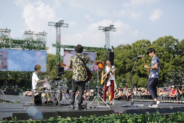 『flumpool 真夏の野外LIVE2015「FOR ROOTS」~オオサカ・フィールズ・フォーエバー』 photo by 上飯坂一 (okmusic UP's)