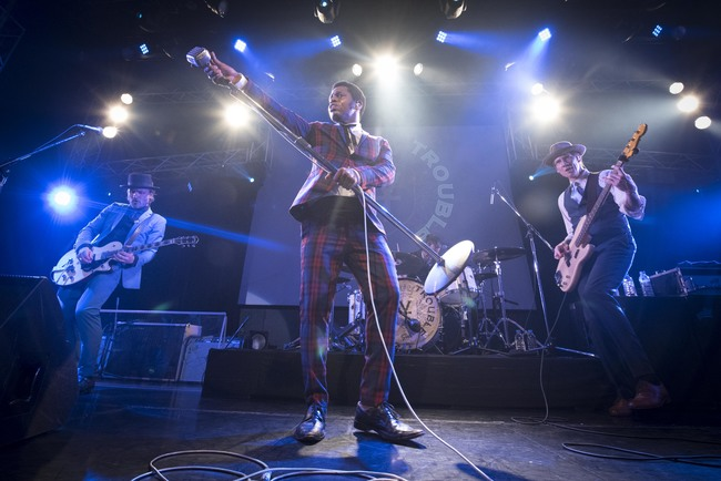 「1 Hopeful Rd.」ショーケースライブを披露したヴィンテージ・トラブル (c)(C)森リョータ