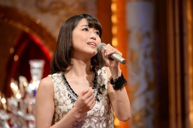 「最強カラオケ王No.1決定戦」に出演する新妻聖子 (C)テレビ朝日