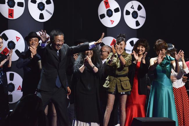 9月27日(日)・1日目公演エンディング、村井邦彦氏を囲むアーティスト達