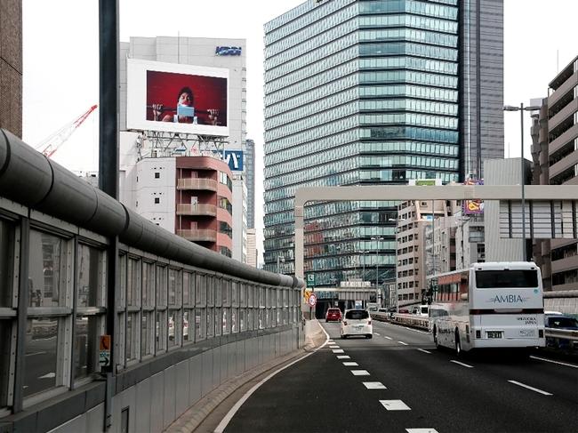 首都高速道路脇のLEDボードで流れた武井壮出演のCM