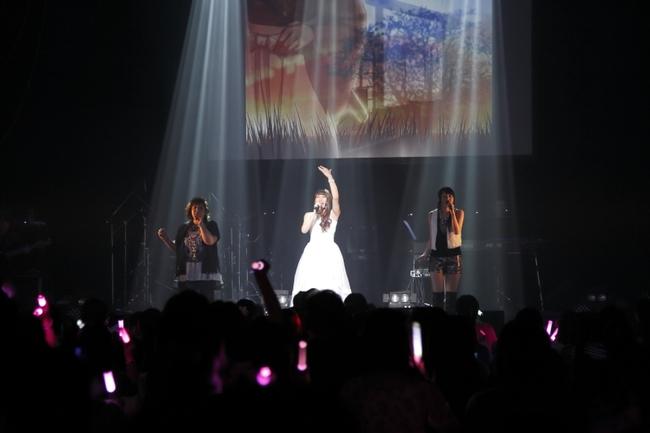 """""""オトメコンサート2015""""にてコラボステージを披露した(写真左より)mao、吉岡亜衣加、織田かおり"""