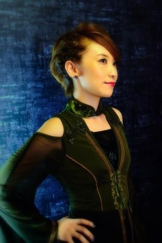 「電波諜報局」にゲスト出演するSuara