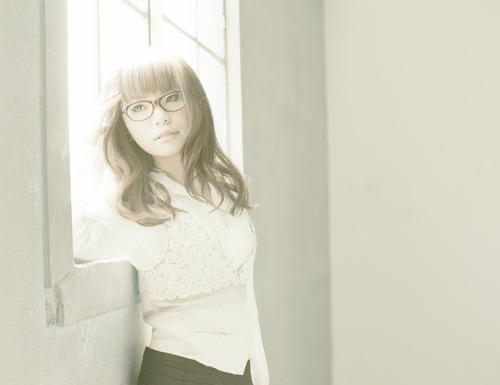 新曲を着うた(R)で連続リリースする坂詰美紗子 (c)Listen Japan
