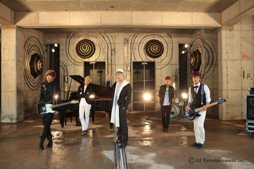 3rdシングル「Raining」を発売するFTIsland (c)Listen Japan
