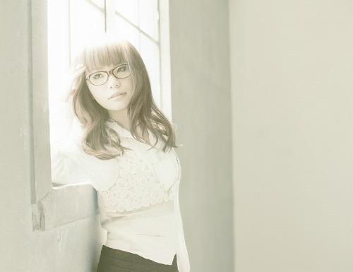香里奈主演のドラマ「リアル・クローズ」の主題歌を歌う坂詰美紗子 (c)Listen Japan