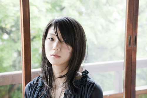 当日はニューシングル「悲しいほど青く/虹色ポケット」の収録曲披露も期待される清浦夏実 (c)ListenJapan
