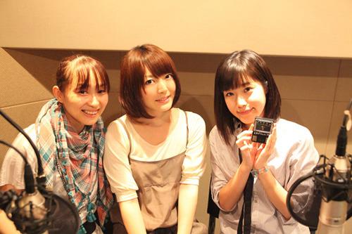 「STEINS;GATEラジオ 未来ガジェット電波局」より、(左から)今井麻美さん、花澤香菜さん、後藤沙緒里さん (c)ListenJapan