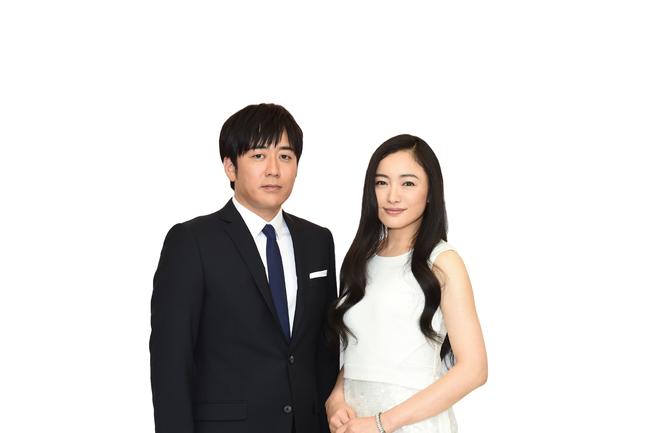 「第57回輝く!日本レコード大賞」総合司会の安住紳一郎TBSアナウンサーと仲間由紀恵 (c)TBS