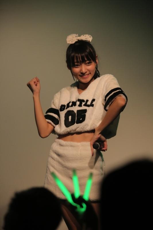 """滝口成美が11月23日に開催した、""""NARUMI LIBRARY LIVE 2015""""の模様"""