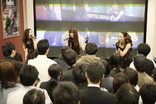 タワーレコード新宿店でインストアライブを行ったKalafina (c)ListenJapan