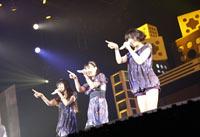 10万人を動員したPerfume『直角二等辺三角形ツアー』のDVD化が決定 (c)Listen Japan