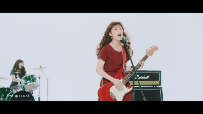 「酔わないウメッシュ」WEB限定MVで「ワタシは酔わない」を熱唱する高畑充希