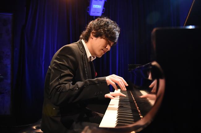 ドラマ「コウノドリ」の音楽監修のピアニスト・清塚信也による「コウノドリ Xmas ライブ」が12月15日(水)に行われた。 (c)TBS
