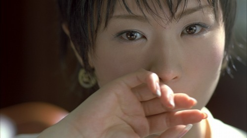 CM初出演の椎名林檎(グリコ ウォータリングキスミントガム 新TV-CM「登場」篇より) (c)Listen Japan