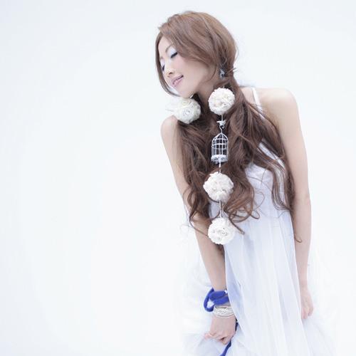古内東子の名曲カヴァーが歌詞検索サイトで週間ランキング1位を獲得したTiara (c)Listen Japan