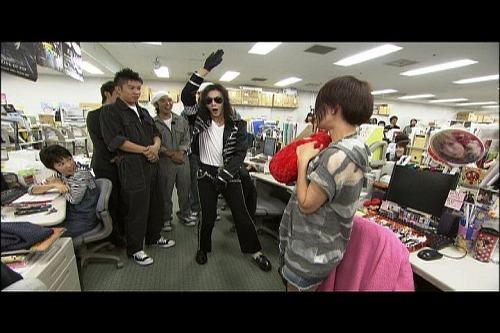 マイケル・ジャクソンのモノマネでプチブレイク中のマイコーりょう (c)Listen Japan