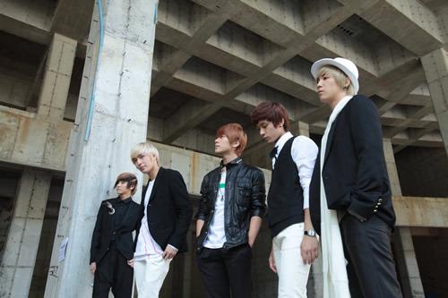 初のフルアルバム『So long, Au revoir』を発売するFTIsland (c)Listen Japan
